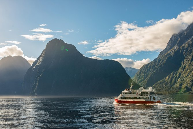 Milford Sound Coach and Scenic Cruise with International Buffet Lunch
