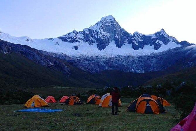 Caminata de Santa Cruz a Llanganuco en la Cordillera Blanca
