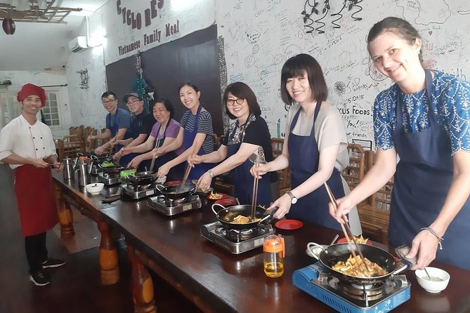 Chef Vu Cooking Class Plus Market Trip in Saigon Center (Pick up by Cyclo)