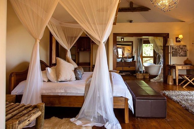 2 Days Ngorongoro Crater & Lake Manyara Luxury Safari photo 2
