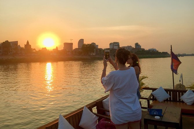 Family Private Cruise - 2hours with English speaking guide & Free flow drinks