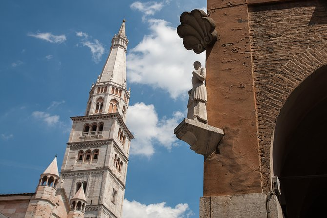 Private Modena old town walking tour