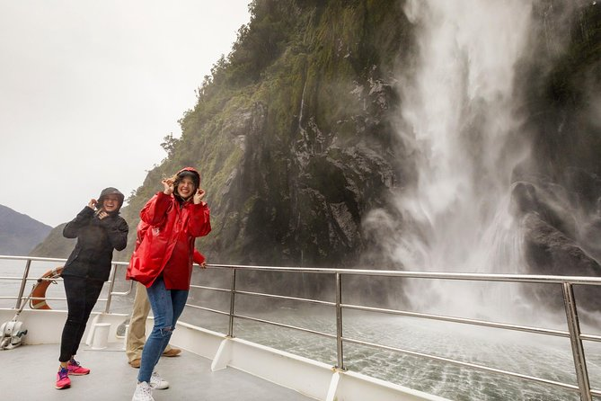 Milford Sound Coach and Scenic Cruise from Te Anau with Picnic Lunch