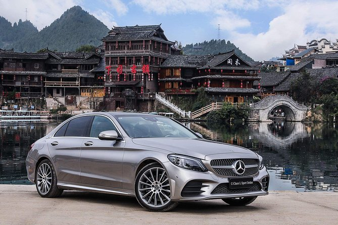 Luxury Vehicle 8- Hour City Highlights Tour with Private Guide
