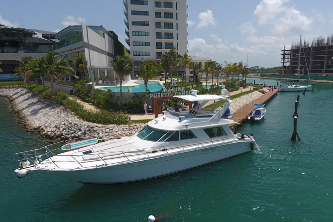 Cancun Boat Tour to Isla Mujeres on Luxury Yacht with Chef