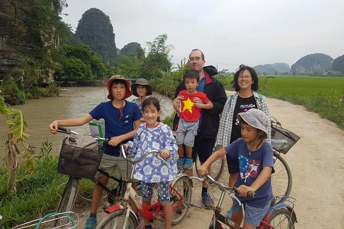 Hoalu/Tuyet Tinh Tinh-Mua cave/Tam coc small group with boating,biking,climbing
