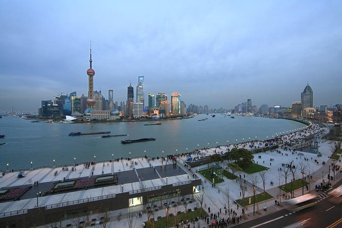 Shanghai Private Night Tour with Huangpu River Cruise, the Bund and Xintiandi photo 5