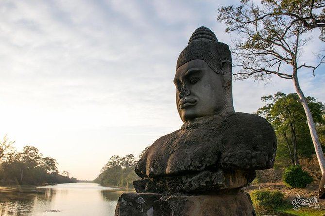 2-Day Angkor Complex in a small, big circuit tour and Banteay Srei temple
