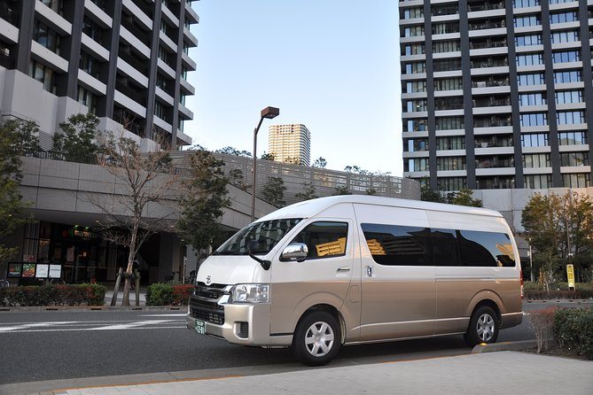 Yokohama INT Passenger Terminal transfer Toyota Hiace Extended version 9 seats photo 2