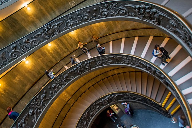 12 People Guided Tour: Vatican Museums, Sistine Chapel and Colosseum photo 8