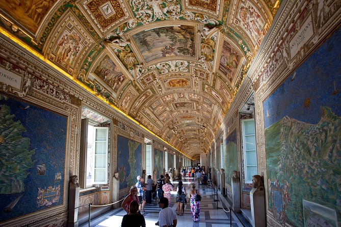 12 People Guided Tour: Vatican Museums and Sistine Chapel Vip