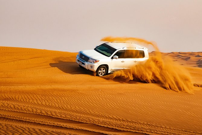 Dubai desert safari with English-speaking tour guide (German / Italian audio)