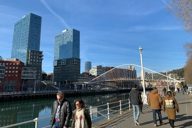 Private tour, the jewels of Bilbao, with Guggenheim and pintxos tasting.