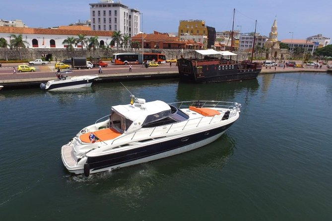 Yacht rental 51 feet to go to the Rosario Islands