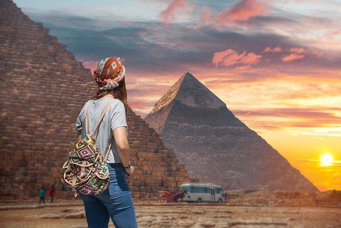 Female Guided Pyramids, Museum & Bazaar Private Tour