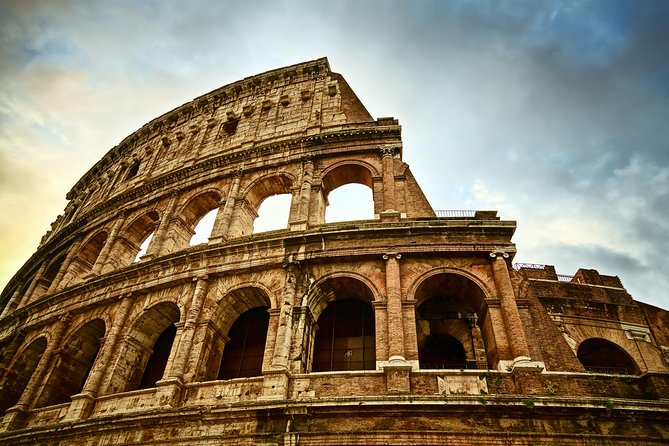 12 People Guided Tour: Skip the Line Colosseum and Roman Forum