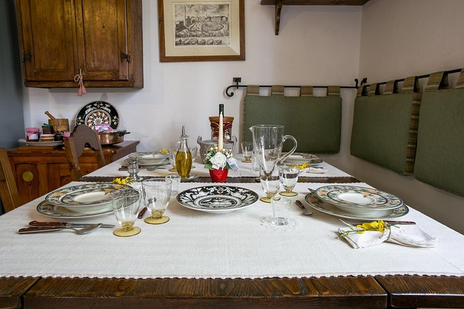 Dining experience at a local's home in Lucca with show cooking