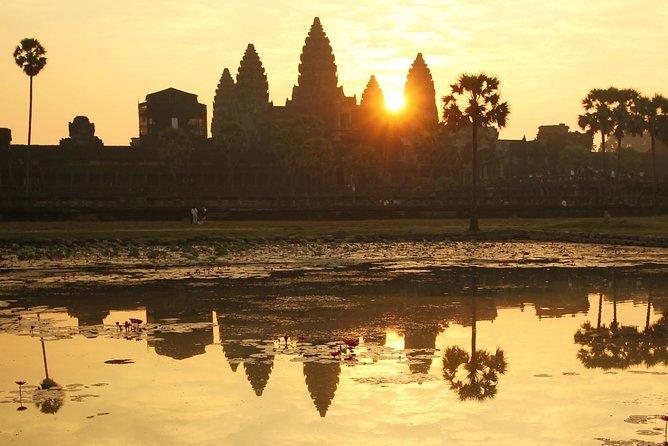 Vintage Jeep Tour: Angkor Wat Sunrise Explorer