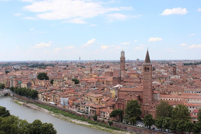Verona Quick Overview: City Center Walking Tour with Local Guide