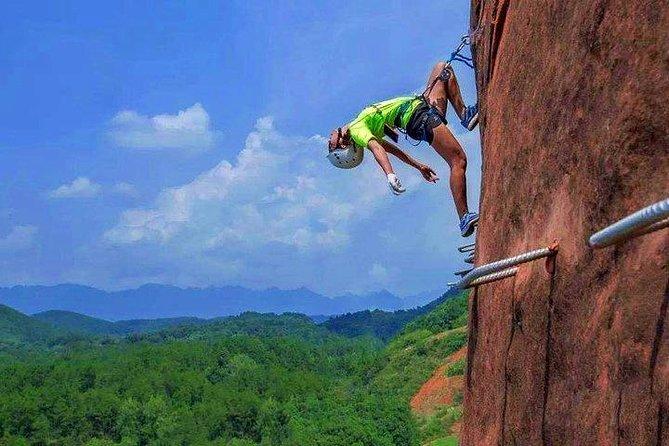 1 Day Xikou Bazaar & Red Rock Climbing Tour