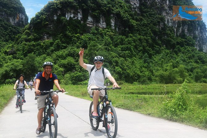 Mua Cave - Tam Coc - Bich Dong Day tour with transfer, local family & bike