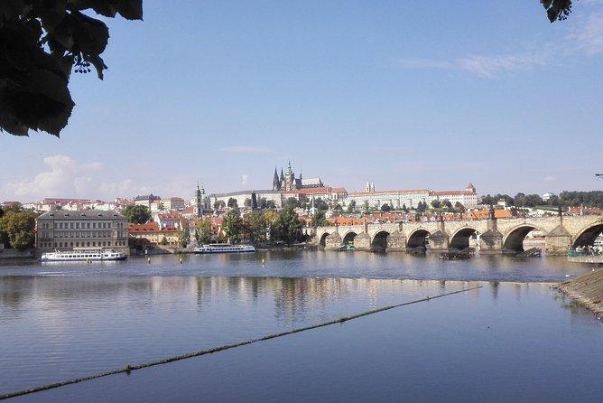 Tour a pie de 2: 5 horas por el casco antiguo de Praga con paseo en barco