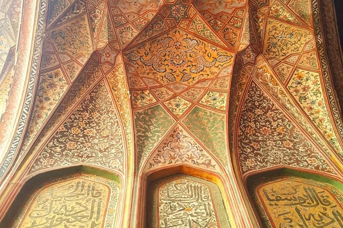 The arched niche at the mosque's entrance facing the Wazir Khan Chowk is richly decorated with floral motifs, and features one of Lahore's first examples of a muqarna – found at the Alhambra in Spain