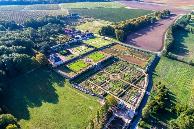 Gardens of Private Castles & Gastronomy in Loire Valley, 6-Day tour from Paris