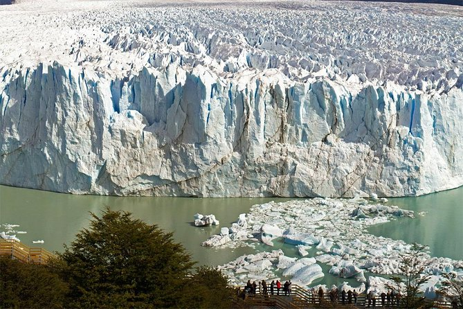 Excursion to the Perito Moreno Glacier, with guide and transfer to / from the hotel
