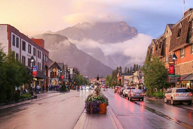 Classic Banff Day Tour: Banff, Sulphur Mountain, Johnston Canyon