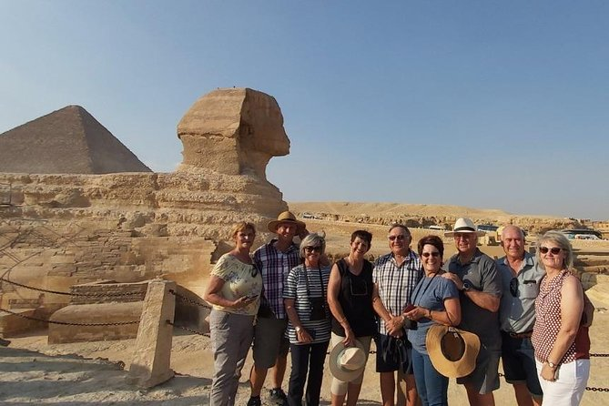 Lite Tour Cairo - Pyramids and The Egyptian Museum