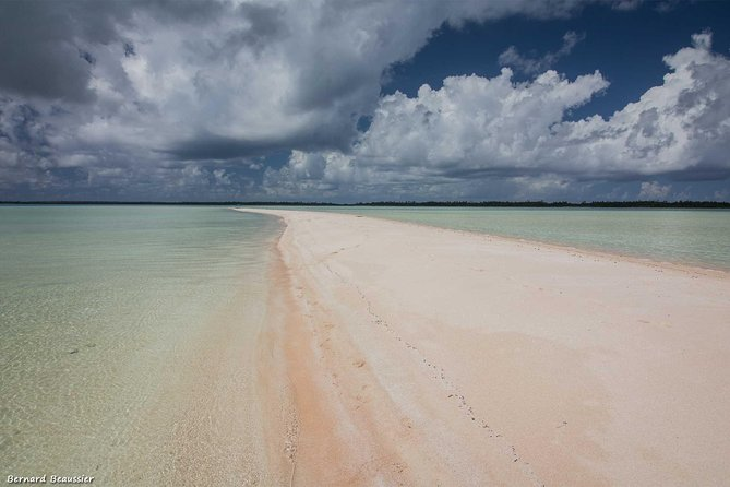 Le Sable Rose / The Pink Sand