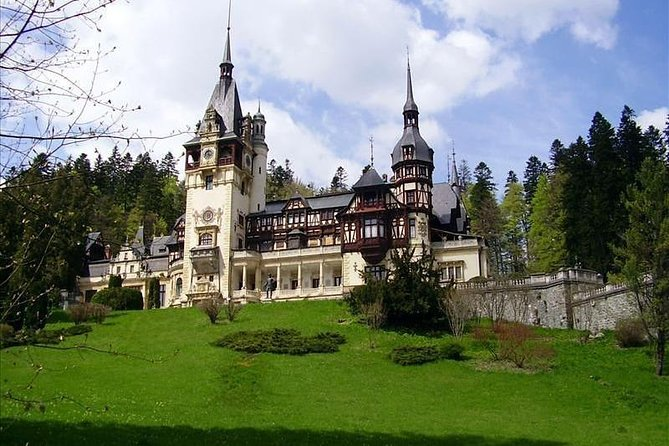 Private Tour Bucharest to Peles Castle and Dracula Castle Price/Car 1-4 Seat