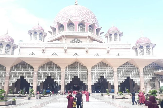 Amazing 14 Attractions Full-Day Putrajaya City Tour