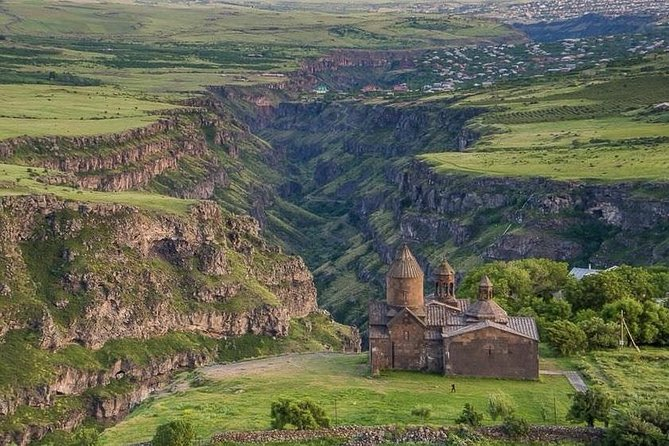 Private tour to Saghmosavank monastery, Hovhanavank monastery