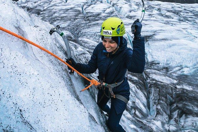 Excursión de caminata por el glaciar y muro de hielo desde Skaftafell.