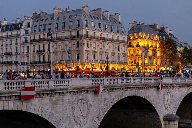 Paris : City of Amazing Lights Private Night Tour