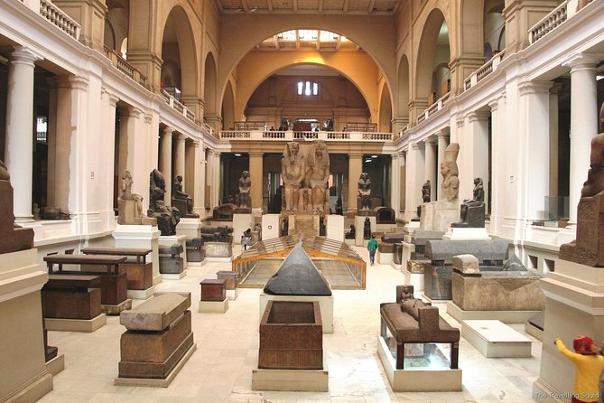 Day Tour in The Pyramids and Egyptian Museum
