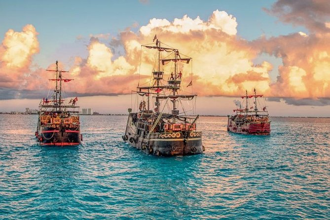 3.5-Hour Captain Hook Show and Dinner around Cancun 2X1