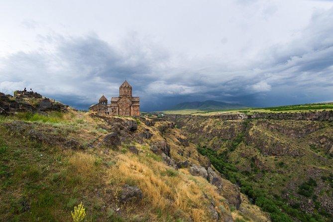 Walking tour | Hovvhanavank Monastery - Kasagh Gorge - Saghmosavank Monastery