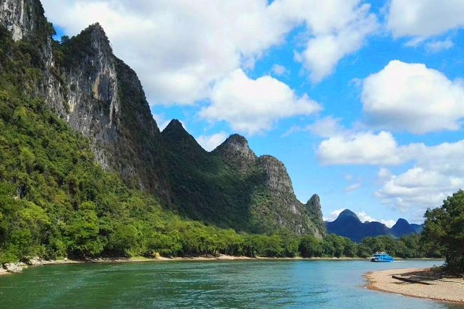 6-day Guilin and Yangshuo Private Tour with Rice Terraces, Li River and Show