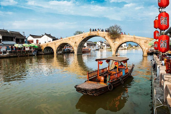 Small group: Shanghai Private tour with Zhujiajiao Water Town and Shanghai Tower