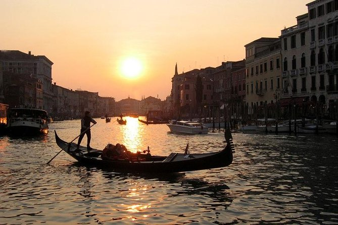 Venice Gondola Ride and Serenade with Dinner photo 2