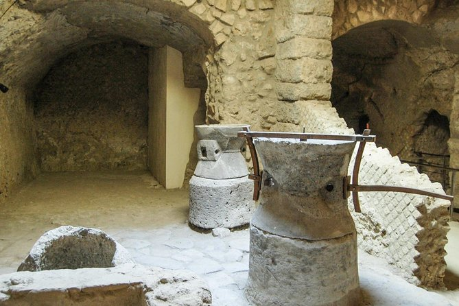 Visit the Archaeological Route of the Rione Terra guided tour