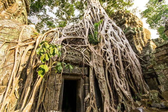 1-Day Amazing Angkor Wat Small Circuit Tour with Sunset