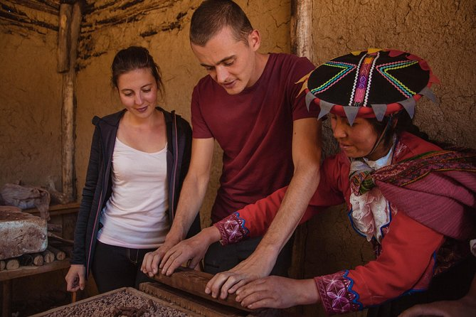 Pottery classes in a hidden community in Cusco