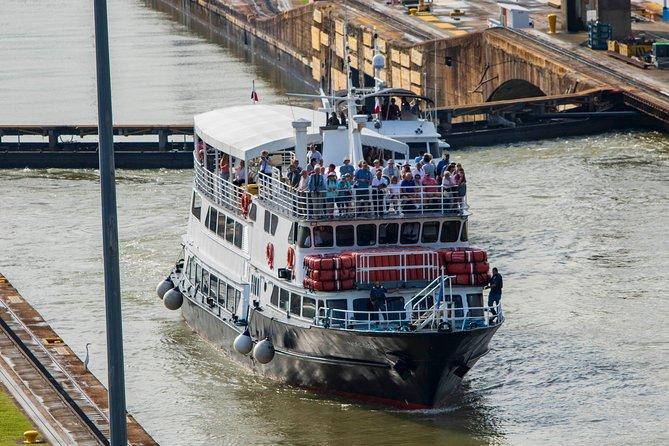 Trânsito parcial do Canal do Panamá - direção norte