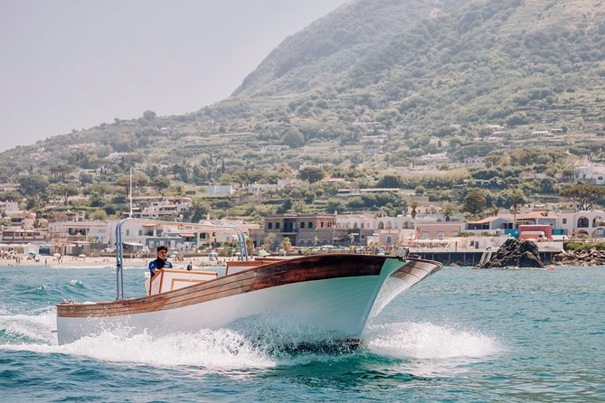 Boat tour of the island of Ischia with 10m lance typical of Ischia