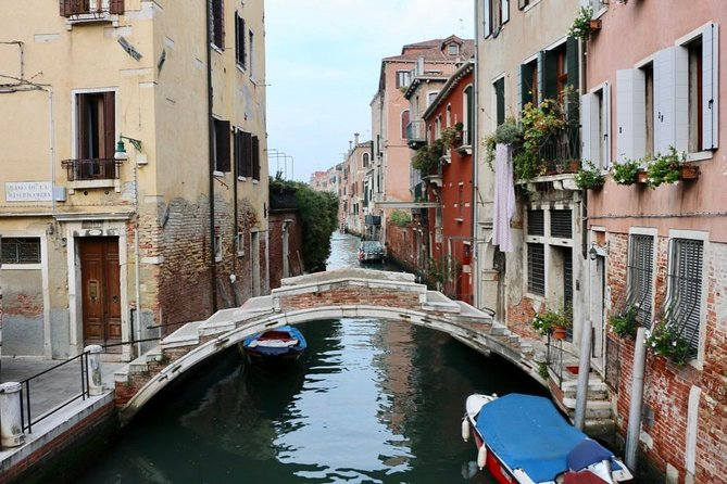 Hidden Venice Tour with Secret Gardens and Grand Canal Boat Cruise photo 6