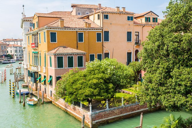 Hidden Venice Tour with Secret Gardens and Grand Canal Boat Cruise photo 2